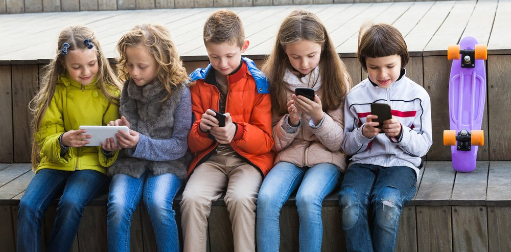 social media sites impacting children and teens The impact of social media on self-confidence can be huge and this is a very positive one it can help fight depression according to page, recent studies show that many teenagers have not chosen the path of suicide, thanks to these tools.